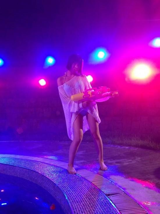 มินจี 2NE1 โชว์ความเซ็กซี่ของเธอในชุดว่ายน้ำ!!