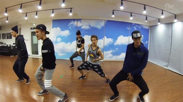 "EXO ปล่อยวิดีโอซ้อมเต้นในเพลงล่าสุดของพวกเขา ""Growl"""