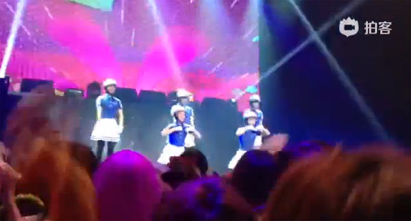 """อุต๊ะ!!MBLAQ ใส่กระโปรง และสวมหมวกกันน็อคโชว์เต้นในเพลง """"Bar Bar Bar"""" ของ Crayon Pop!!"""