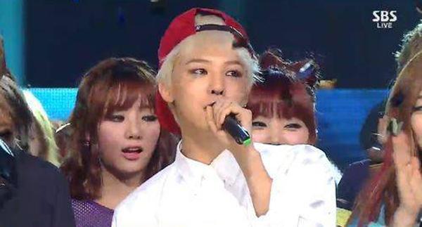 G-Dragon ประสบความสำเร็จอย่างที่ไม่เคยมีมาก่อนด้วยการคว้าอันดับหนึ่งถึง 3 เพลงในการโปรโมทช่วงเดียวกัน