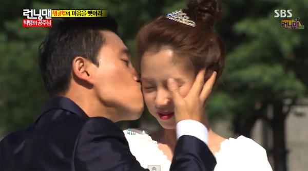 ดูกันชัดๆฟินกระจาย!!แกรี่จูบจีฮโยในรายการ Running Man ตอนล่าสุด!!