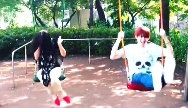 ฮีชอล SJ แชร์วิดีโอขณะกำลังเล่นชิงช้ากับซอลลี่ f(x) อย่างสนุกสนานเหมือนเป็นพี่น้องกันจริงๆ