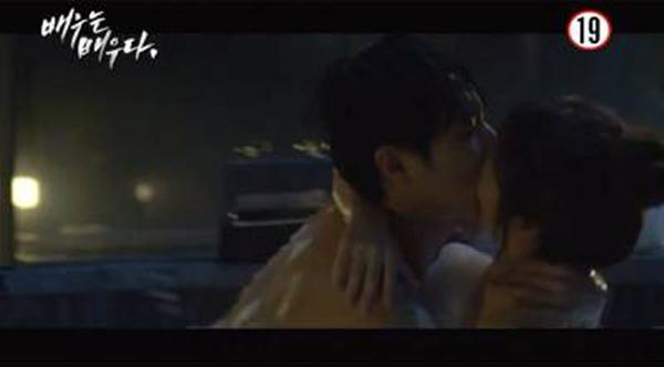 Lee-Joon_love scene