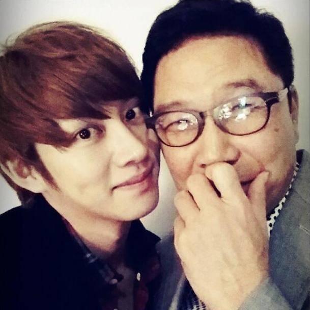 ฮีชอลแชร์ภาพ Selca ของเขากับประธานลีซูมานจาก SM Entertainment