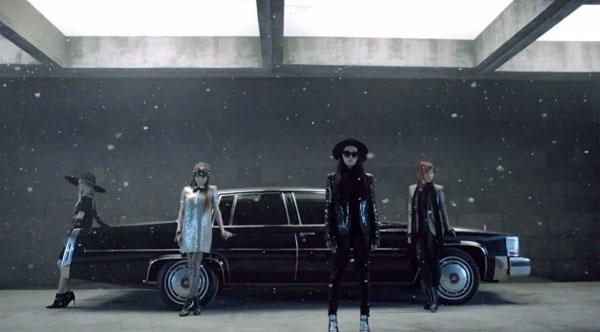 """ยางฮยอนซอกเผยว่าภรรยาของเขาถึงกับน้ำตาไหลเมื่อฟังเพลง """"Missing You"""" ของ 2NE1"""