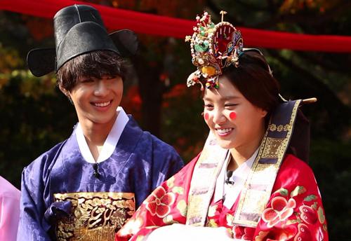 ไค EXO ร่วมแสดงความยินดีในงานแต่งของแทมิน SHINee และนาอึน A Pink