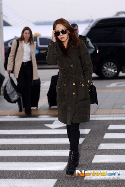 """มาดูแฟชั่นสนามบินขณะเดินทางไปฮ่องกงของสาวซงจีฮโย """"ACE"""" ของ Running Man"""