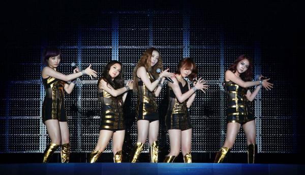 สาวๆ KARA หลั่งน้ำตาบนเวทีสุดท้ายของพวกเธอสำหรับการทัวร์ในญี่ปุ่น