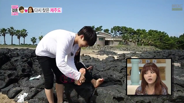 Taemin-NaEun-cleaning-feet