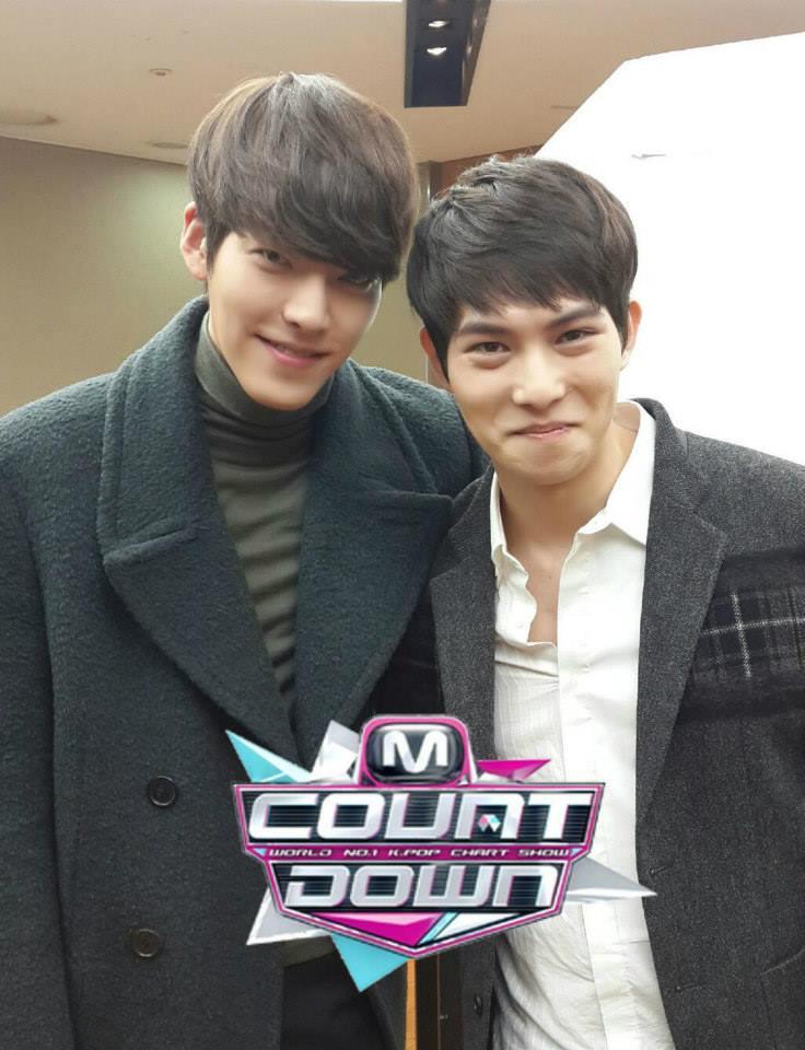 สองหนุ่มเพื่อนซี้จงฮยอน CNBLUE และคิมอูบินรวมตัวกันอีกครั้งหลังเวทีรายการ M!Countdown