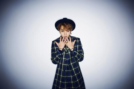 """จุนฮยอง B2ST ปล่อยภาพทีเซอร์สำหรับผลงานเดี่ยวของเขา """"Flower"""""""