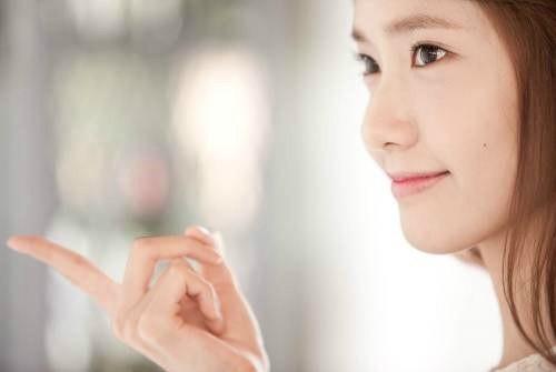 YoonA_1386553443_20131208_yoona_contacts