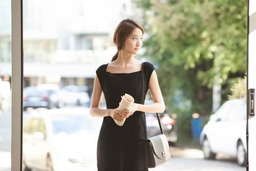 YoonA_1386553444_20131208_yoona_contacts3