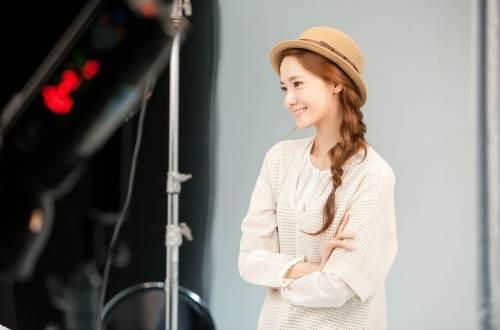 YoonA_1386553446_20131208_yoona_contacts4