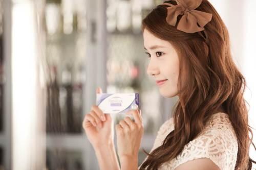 YoonA_1386553448_20131208_yoona_contacts5