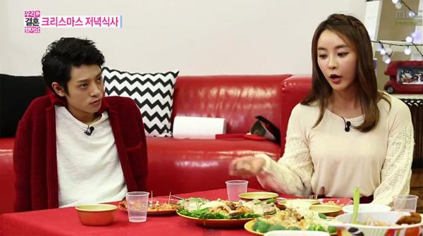 จองจุนยองและจองยูมีอธิบายว่าทำไมความสัมพันธ์ของพวกเขาถึงไม่โรแมนติกในรายการ We Got Married