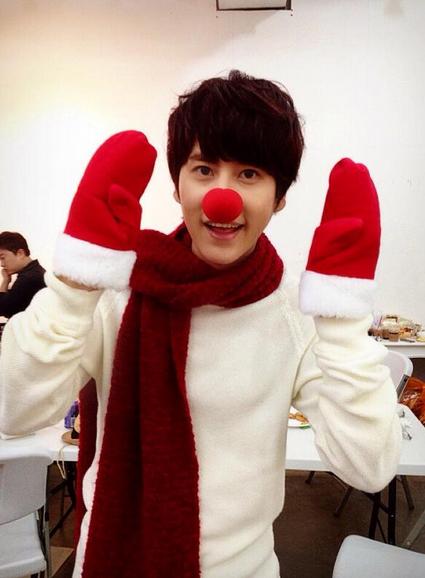 เหล่าไอดอล K-Pop ร่วมอวยพรแฟนๆของพวกเขาในวันคริสต์มาส!!
