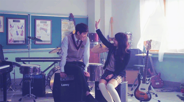 จงฮยอนและจูเนียลปล่อยเวอร์ชั่นโรแมนติกคัทของ MV เพลง Love Falls ออกมาแล้ว!!