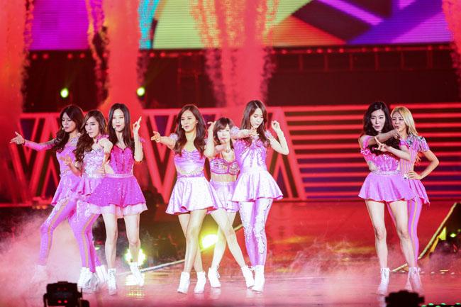 """ภาพบรรยากาศคอนเสิร์ต """"GIRLS' GENERATION World Tour ~Girls & Peace~ in BANGKOK"""""""