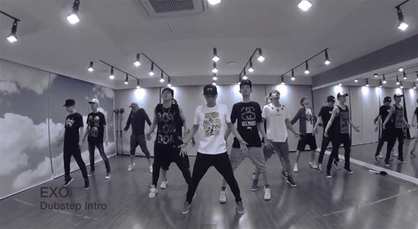 "EXO ปล่อยคลิปซ้อมเต้นสำหรับ ""Dubstep Intro"" ที่แสดงในงาน ""2013 KBS Gayo Daejun"""