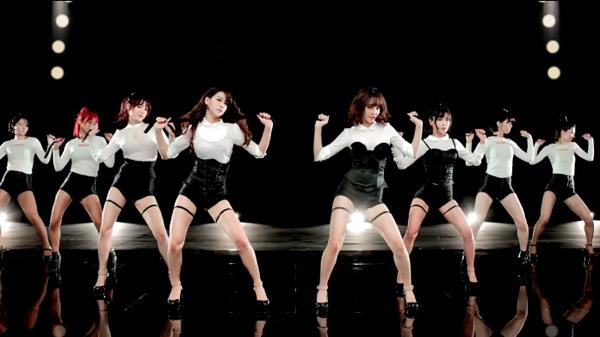 "Rainbow BLAXX โชว์ความสวยเซ็กซี่ของพวกเธอใน MV เพลง ""Cha Cha"""