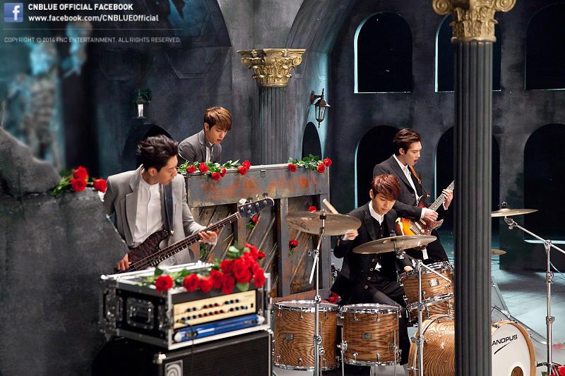 """CNBLUE ปล่อย MV ทีเซอร์แรกสำหรับเพลง """"Can't Stop"""" และเผยภาพเบื้องหลัง"""