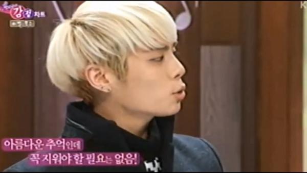 Jong Hyun-Music Show-Cell Phone-2