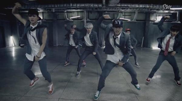 """เป๊ะอ่ะ!!ท่าเต้นเพลง """"Growl"""" ของ EXO ประสานเข้ากันกับเพลง """"Beep Beep"""" ของ BTOB ได้อย่างลงตัว!!"""
