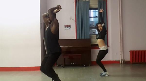"""นิโคลโชว์เต้นเพลง """"Hey Daddy (Daddy's Home)"""" ของ Usher กับนักออกแบบท่าเต้น Jermaine Browne"""