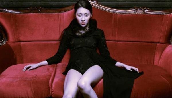 """ท่าเต้นเซ็กซี่ของซอนมีในเพลง """"Full Moon"""" จะมีการปรับเปลี่ยนเพื่อการออกอากาศในรายการเพลง"""