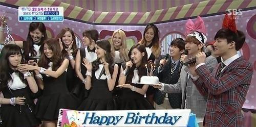 EXO และ Girls' Generation ทำเซอร์ไพรส์ฉลองวันเกิดให้กับแทยอนในรายการ Inkigayo