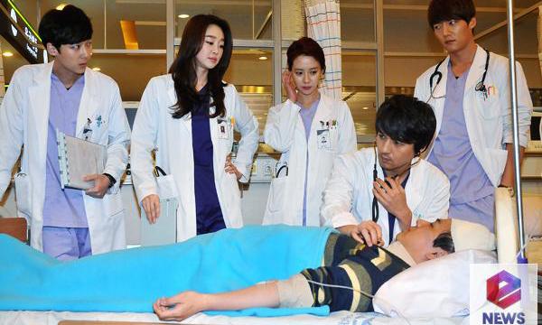 ทีมงานและนักแสดงละคร 'Emergency Couple' ยังคงเดินหน้าถ่ายทำกันต่อถึงแม้จะป่วย!!