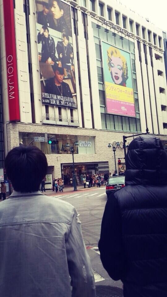 ทงเฮและอึนฮยอก SJ รู้สึกตื่นเต้นที่เห็นภาพของตัวเองในชิบูย่า