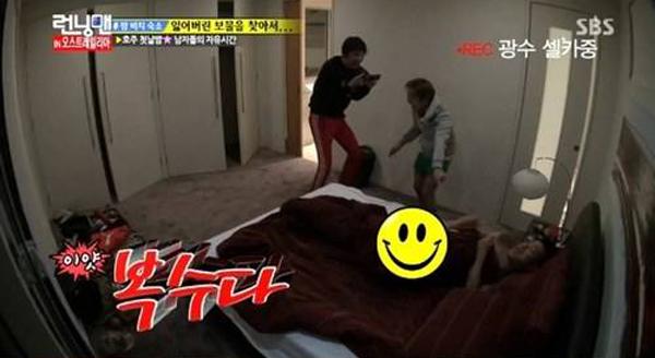 เอาอีกแล้ว!!แกรี่นอนแก้ผ้าในรายการ Running Man!!