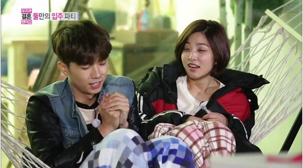 Woo young-Park Se Young-Hold hands-3