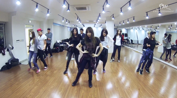 """Girls' Generation ปล่อยคลิปวิดีโอซ้อมเต้นสำหรับ """"Mr.Mr"""""""