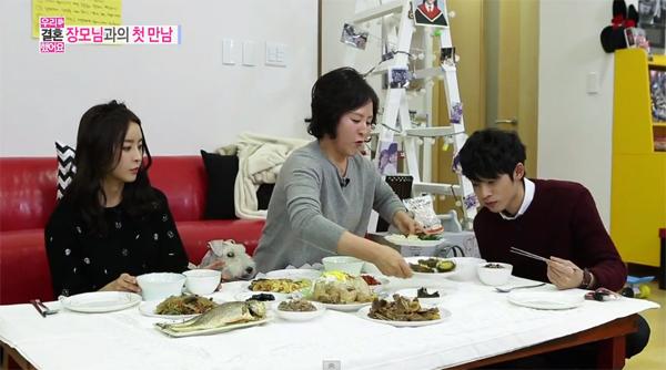 คุณแม่ของจองยูมิมาเยี่ยมลูกสาวและลูกเขยในรายการ We Got Married!!
