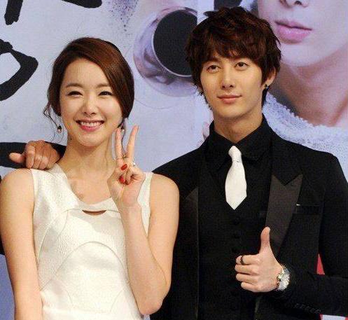 [ข่าวร้อน]คู่รักคู่ใหม่!!คิมฮยองจุนและโซยีฮยอนเผยว่าทั้งสองกำลังเดทกันอยู่!!