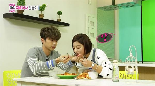 """อูยอง 2PM และพัคเซยองทำอาหารมื้อแรกด้วยกันในรายการ """"We Got Married"""""""