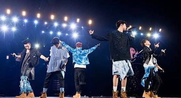YG Family เดินหน้าจัดเต็มในเวิร์ลทัวร์ของพวกเขาที่ Kyocera Dome ในโอซาก้า