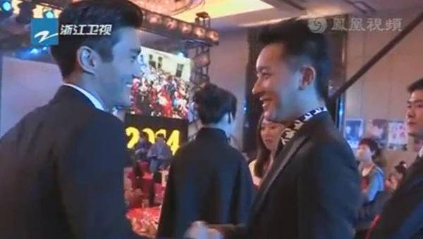 ซีวอนและฮันเกิงถูกพบขณะยิ้มแย้มและจับมือกันที่งานปาร์ตี้วันเกิดเฉินหลง