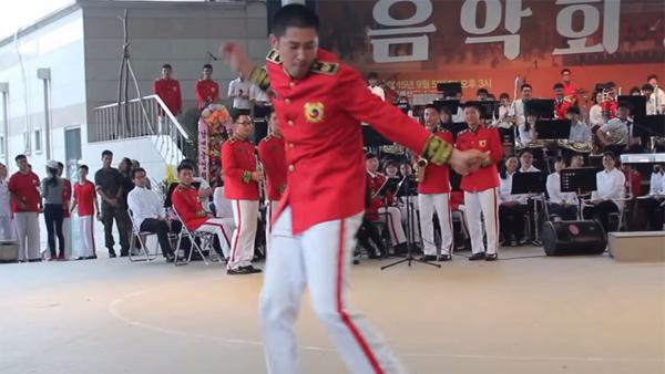 Yunho-dance-army