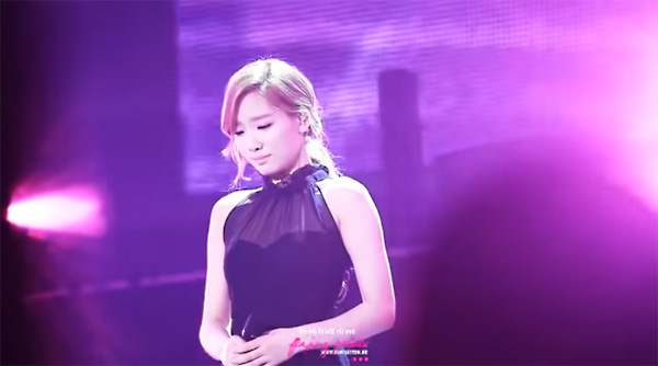 idol-cry-on stage-singing