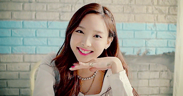 nayeon-mc-special-inkigayo