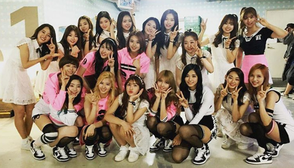 ioi-twice-backstage-mcd