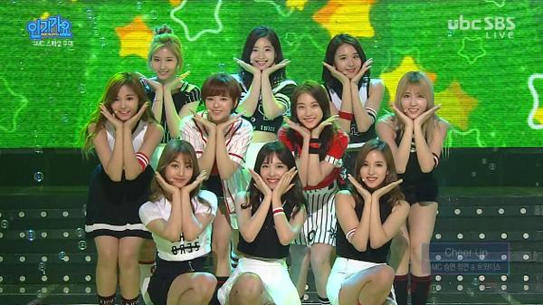twice-gongseungyeon-mc-new-inkigayo-kim min suk