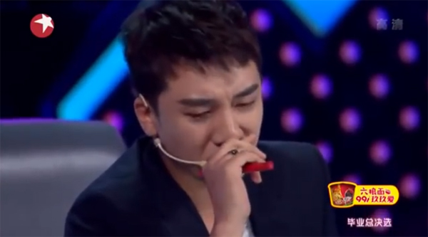 seungri-cry-girls fighting