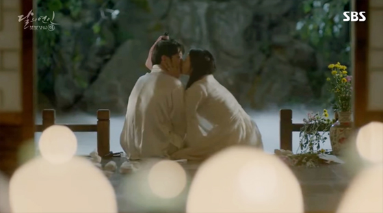 baekhyun-zhera-kiss-scene-1