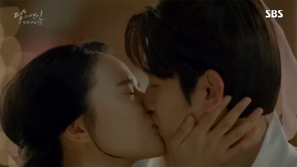 baekhyun-zhera-kiss-scene-2
